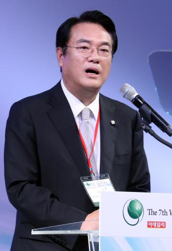 격려사하는 정진석 새누리당 원내대표