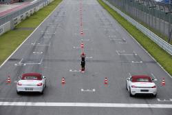 포르쉐 718 박스터S, 스포츠카 매력에 흠뻑 빠지다