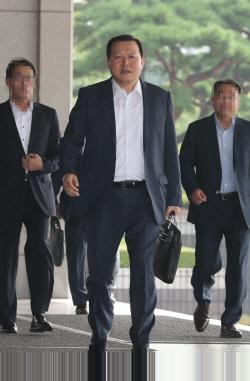`辛의 남자` 황각규 피의자 출석 '신동빈 지시 없었다'