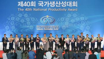 정만기 1차관, 한동우 신한금융 회장에 금탑산업훈장
