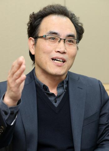 '박 대통령 지지율 20% 깨질줄 전문가도 몰라. 여론 조사도 시대 변화 반영해야' 김명준 글로...