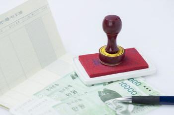 [사설] 적금·보험 깨는 서민들의 심정 아는가