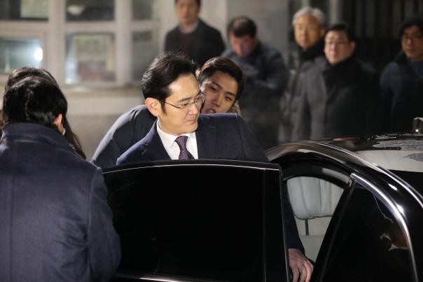 [맥모닝 뉴스] 조의연 판사 '이재용 영장기각' 사유, 조윤선 '어버이연합 집회' 주...