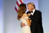[트럼프 취임]영부인과 춤추는 트럼프 美대통령