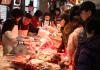 [포토]온기가 가득한 경동시장, '고기 얼마에요?'