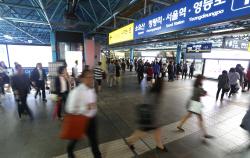 `몇백원 아끼려고` 지하철서 노인·학생 행세 얌체손님 급증