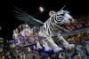 [포토] 날개 달린 거대한 백호 등장..브라질 카니발