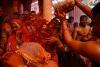 `물감을 뒤집어 쓴 채`…모두가 즐거운 인도 홀리 축제 현장