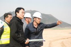 [포토]김용하 산림청 차장, 22일 국립세종수목원 조성현장 점검