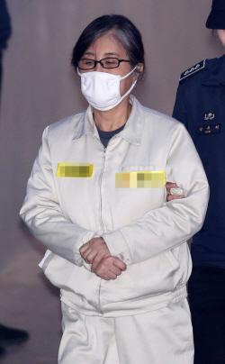 김종 朴, 정유라 키우라고 지시 증언에 崔 믿을 수 없다