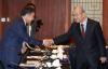 [포토]'한중 통상현안 관련 무역업계 긴급 간담회'에서 참석자들과 인사 나누는 김인호 회장