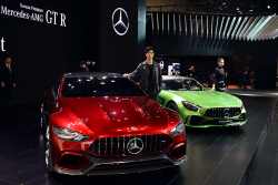 [서울모터쇼] 메르세데스-벤츠, BMW 그리고 르노삼성자동차, 관람객들의 시선을 끈 부스 Top. 3