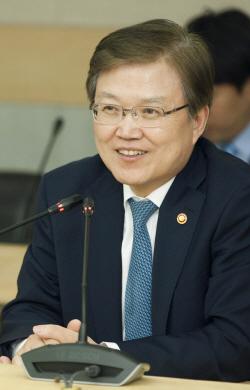 [포토]KT융합기술원 찾은 최양희 미래부 장관