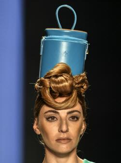 [포토]보고타 패션위크, `머리 위에?`