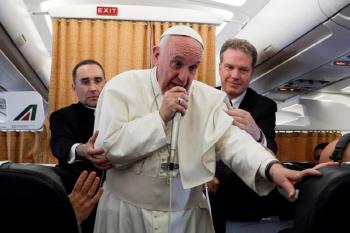 교황 한반도 긴장 너무 고조..제3국 중재 나서달라