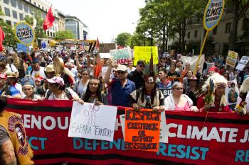 트럼프 취임 100일 맞아 美전역서 反기후변화 시위