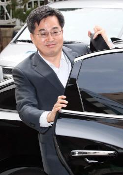 김동연 경제부총리 겸 기획재정부 장관 후보자, 첫 출근