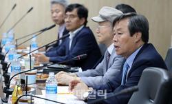 친정 간 도종환 장관 '100억원 출판투자재원 마..
