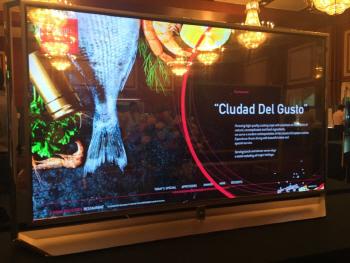 LGD, 끝모를 혁신…세계 첫 77인치 '휘는 투명 OLED' 개발