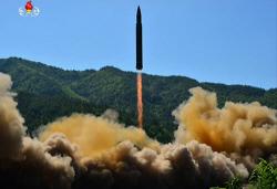 '北, ICBM 화성-14 대기권 재진입 실패…실험실 갓 벗어난 수준'