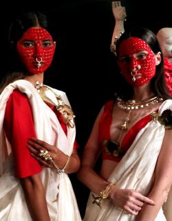 [포토]라크메 패션위크, `붉은 미녀`