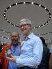 [포토] `아이폰X` 들고 미소 짓는 애플 CEO 팀 쿡