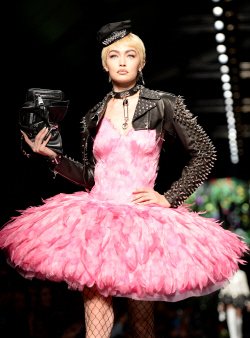 [포토]'밀라노 패션위크' 모스키노, '펑키하게'
