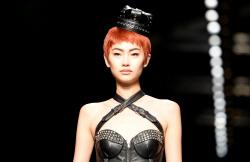 [포토]'밀라노 패션위크' 모스키노, '강렬'