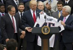 트럼프가 미국프로풋볼 선수에게 `개XX` 욕설한 이유는?
