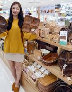 [포토] 원목 주방용품 판매하는 다이소