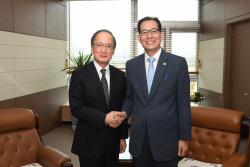 [포토]기재차관, 주한 일본대사와 경제협력 방안 논의