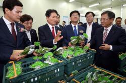 [포토] 새로 개장한 호남권종합물류센터 살펴보는 김병원 회장