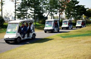 [포토] 카트타고 골프장 달리는 주민들