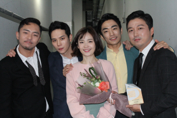 '어쩌면 해피엔딩' 예그린 뮤지컬 어워드 4관왕 등극