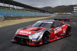 닛산, 도쿄 오토살롱에서 GT-R 레이스카를 비롯 15대의 차량을 전시...