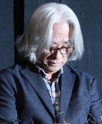 이윤택·오태석 '연극' 교과서 수록…집필진 삭제해야