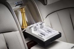 롤스로이스 '프라이버시 스위트', 차 안에서 와인 한잔