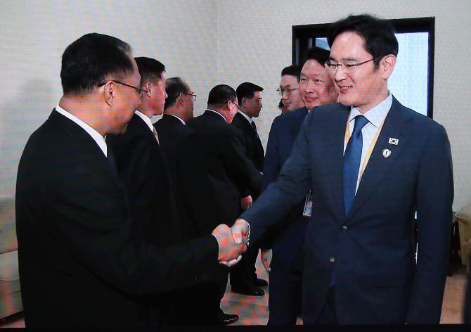 """北 '경제사령탑' 리용남 만난 경제인 특별수행단…""""빨리 다시 시작했으면"""""""