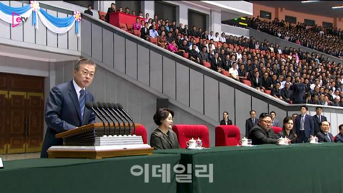 [현장영상] '역사적 순간' 文, 역대 최초 북한 대중 연설