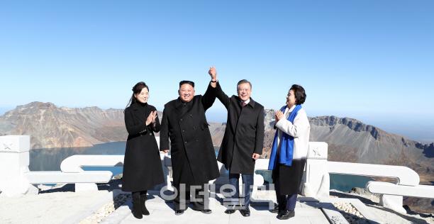 """탈북민 출신 교수 """"백두산은 북한에서 관광지 아냐, 가려면.."""""""