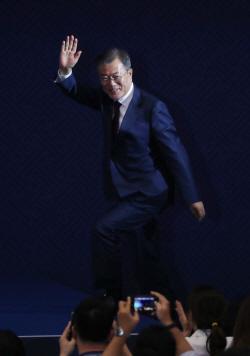 김정은 만난 文대통령, 핵사찰·CVID 카드로 美에 종전선언 참여 종용
