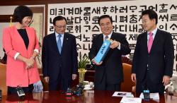 """北 다녀온 3당대표, 문의장에 보고…""""남북 국회회담 상의"""""""