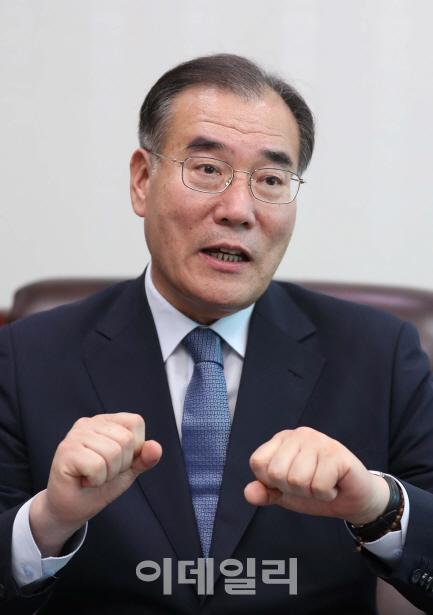 """[인터뷰]②이개호 """"농식품부가 축산농가 적법화 과정 하나라도 더 도와야"""""""