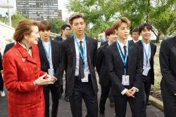 [포토] 유니세프 총재와 대화하는 방탄소년단