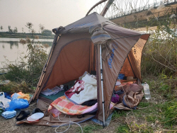 영산강변 텐트서 '가스 난방' 켜고 자던 부부, 숨진 채 발견