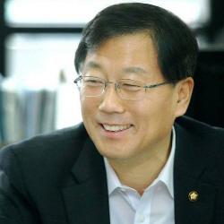 """윤후덕 민주당 의원 """"암호화폐 거래소, 벤처업종에 다시 포함해야"""""""