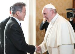 """교황, 이태리어로 """"반갑습니다"""" 文 """"티모테오 세례명 가진 가톨릭신자입니다"""""""