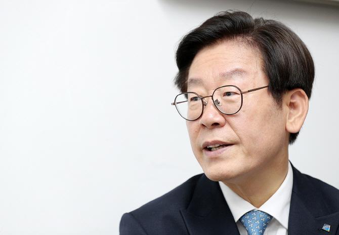 '갑질' 암초에 부딪힌 이재명...비서실 의혹 '시끌'