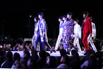 서울광장 패션쇼