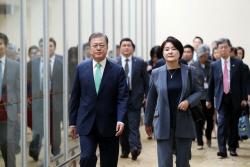 쓰러진 김 국장...고개 떨군 강 장관